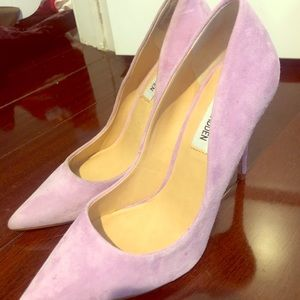 Brand new Steve Madden suede pumps